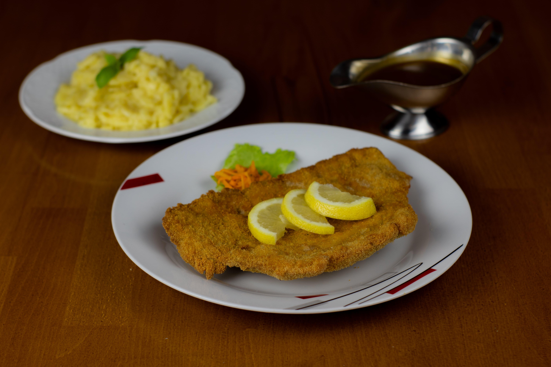 1/2 Schnitzel mit Kartoffelsalat